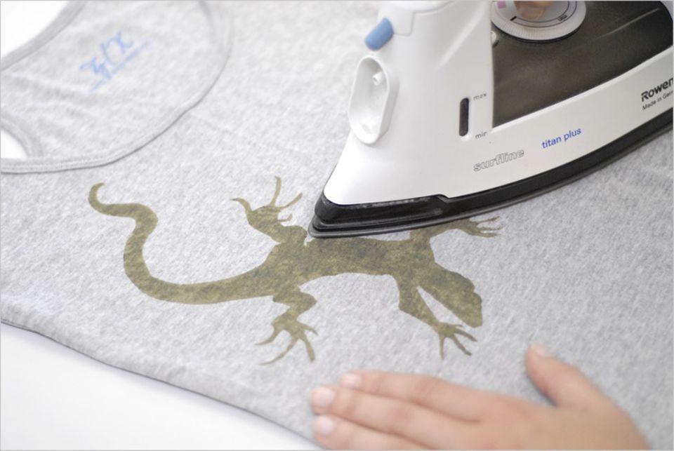 Bügeln beim T-Shirt bemalen