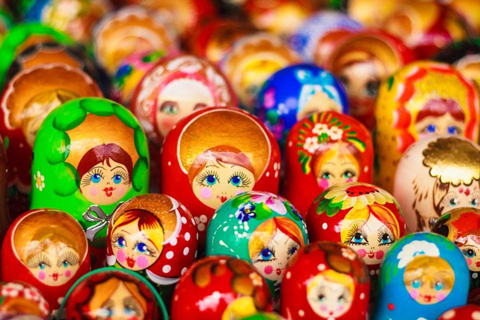 Redewendung: Lauter Puppen auf einem Haufen!