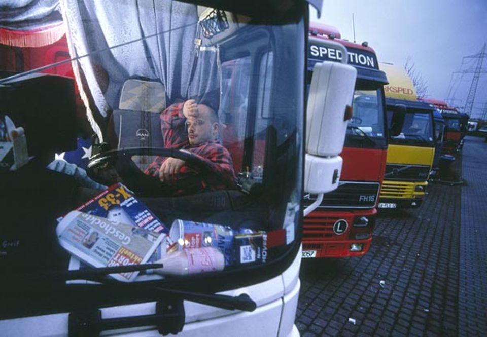 Biorhythmus: Zweimal im Verlauf des Tages ist das Unfallrisiko auf den Straßen besonders hoch - in den ersten Morgenstunden und am frühen Nachmittag kracht es sechsmal so häufig wie zu anderen Zeiten