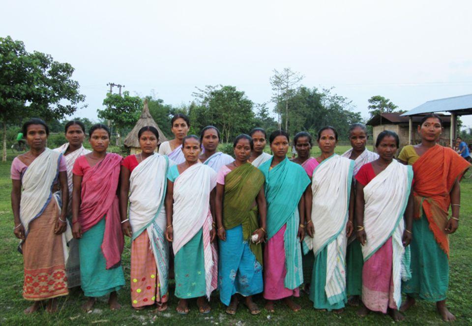 Indien: Mitglieder der Frauen-Selbsthilfegruppe von Katajhar im Mai 2015