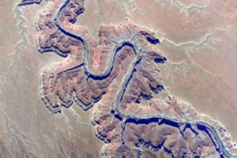 Foto von der ISS: Gebirgskamm oder Canyon? Astronaut fotografiert verrückte optische Täuschung