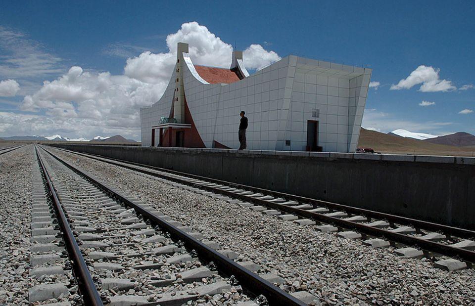 """Rekorde: Ganz schön einsam hier oben - am höchsten Bahnhof der Welt: """"Tanggula"""""""