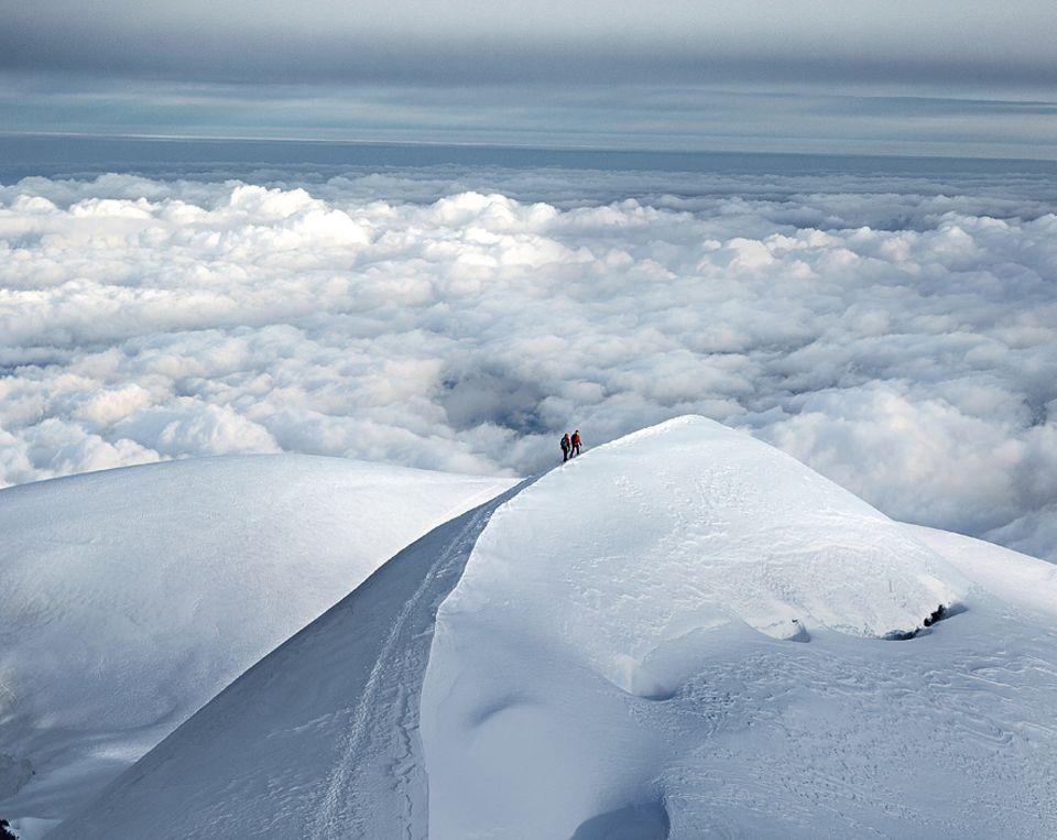 Entdecker-Route: Ohne Steigeisen, Klettergurt, Seil, Eispickel und Helm sollte man sich nicht auf den Weg machen.