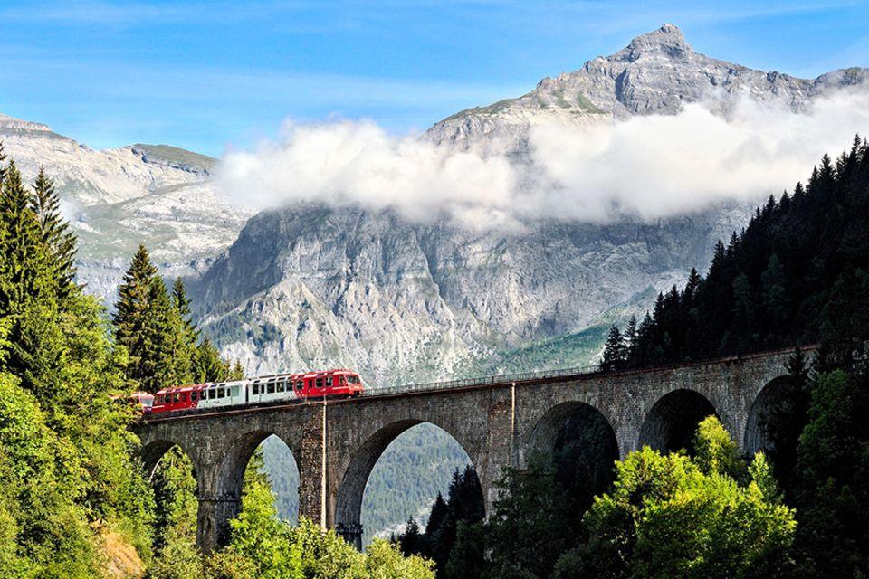 Landschaftskino: Der Mont Blanc Express gehört sicherlich zu den eindrucksvollsten Strecken der Alpen, die sich mit der Bahn zurücklegen lassen