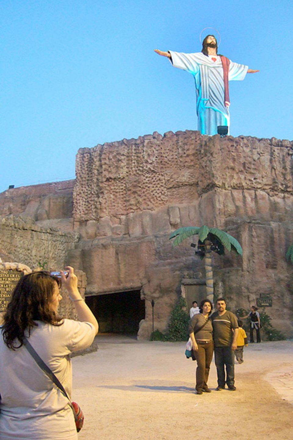 Reisetipps für Argentinien: Bibelstunde im Freizeitpark: In dem religiösen Themenpark Tierra Santa wird die biblische Geschichte nacherzählt, teilweise auf sehr skurrile Art