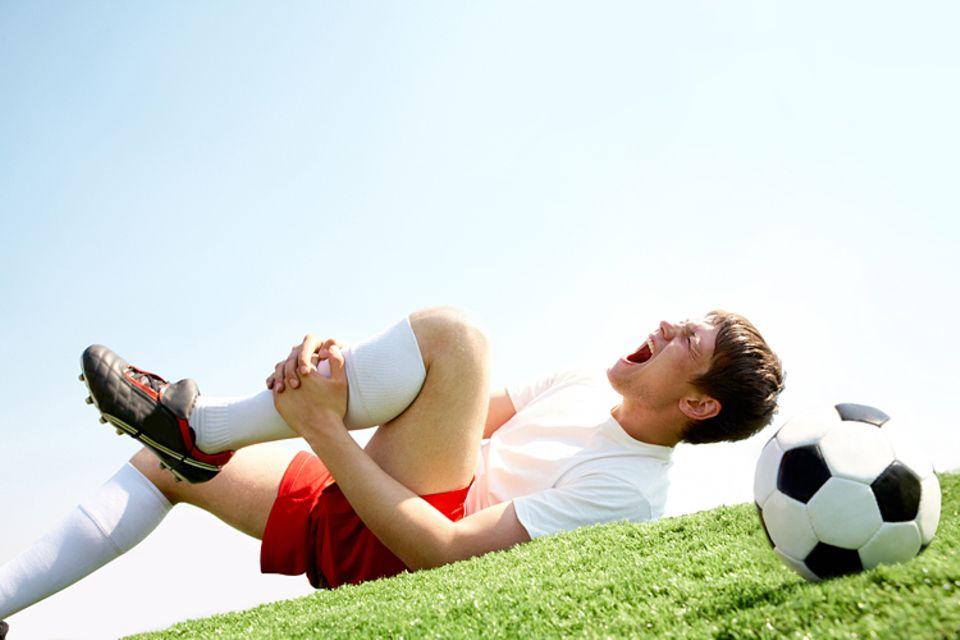 Medizin: Durch die hohe Belastung haben Profi-Fußballer oft mit Verletzungen zu kämpfen