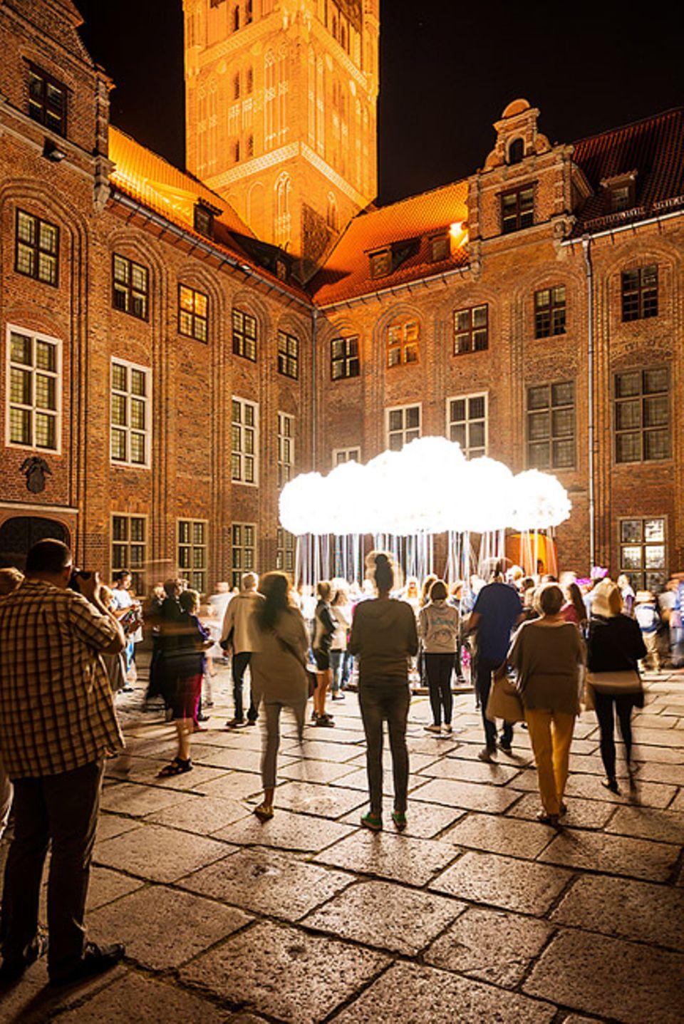 Reisetipps für Polen: Unbedingt zum Bella Skyway Festivalnach Toruń: moderne, weltberühmte Licht- und Installationskunst in der historischen Stadt, viele Menschen, tolle Stimmung. In diesem Jahr glänzt es dort vom 23. – 28. August