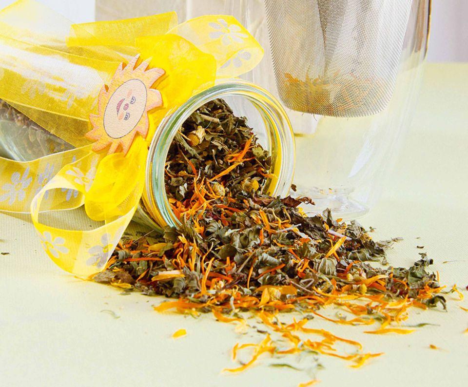 Rezept: Duftet verführerisch: Gute-Laune Tee mit Zitronenmelisse