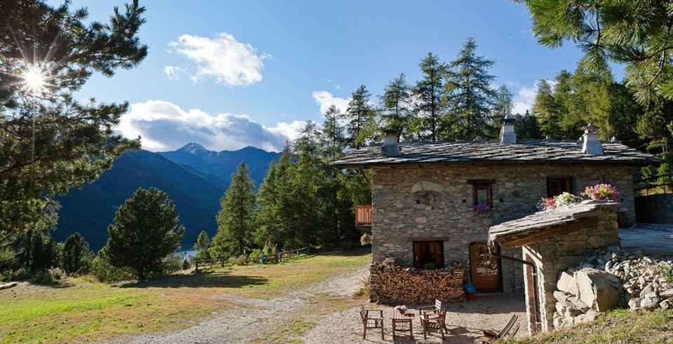 Monviso: Die Herberge Grongios Marte liegt mitten im größten Arvenwald der Alpen