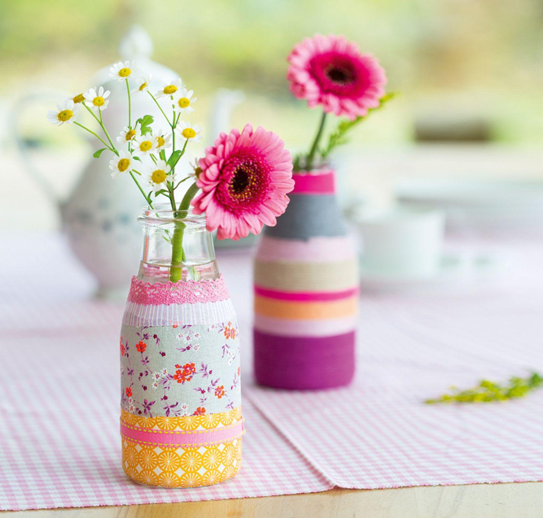 Basteln: Gläser und Vasen umwickeln