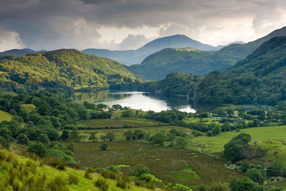 Snowdonia: Grüner wird's nicht: Das verträumte Gwynant Valley macht Kletterer happy. Oder hapus, wie die Waliser sagen