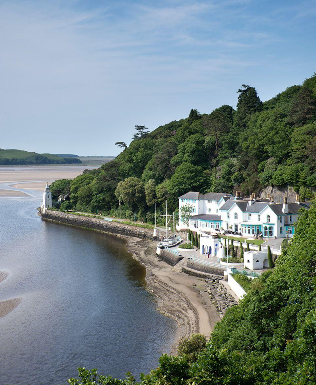 Snowdonia: Das Hotel von Portmeirion liegt maerlisch gleich an der Bucht und hat bereits die Beatles beherbergt