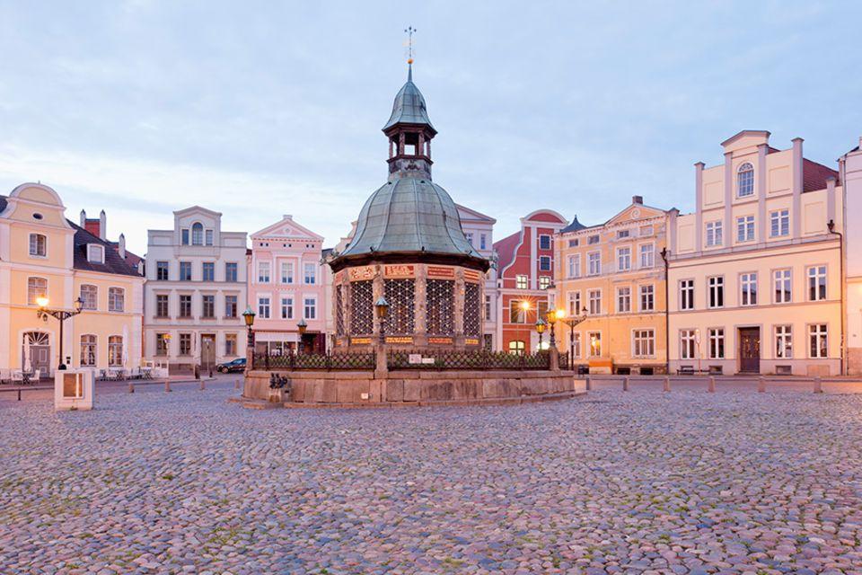 Ostsee-Perle: Der historische Marktplatz bildet das Herz von Wismar
