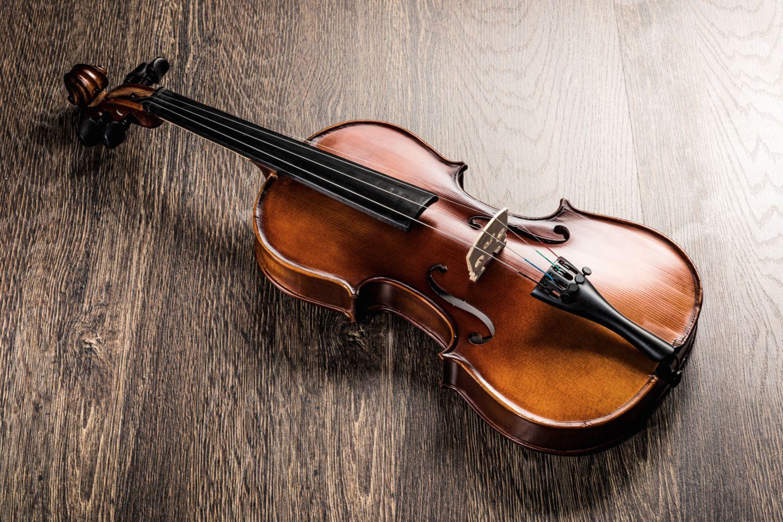 """Englische Redewendung: """"As fit as a fiddle"""" bedeutet ins Deutsche übersetzt """"So fit wie eine Violine"""""""