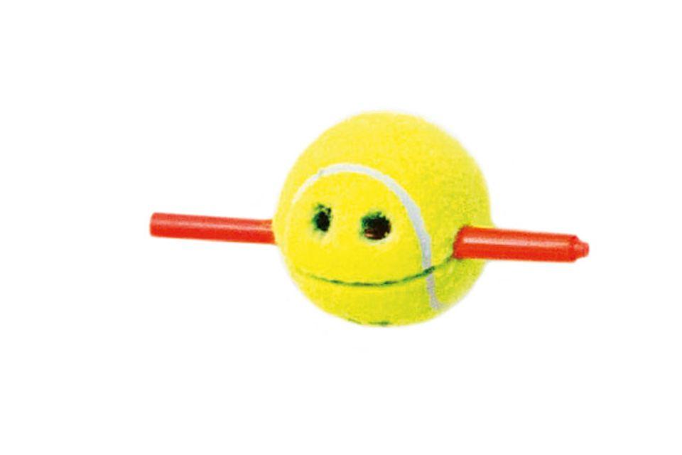 Basteln: Tennisball-Stiftehalter