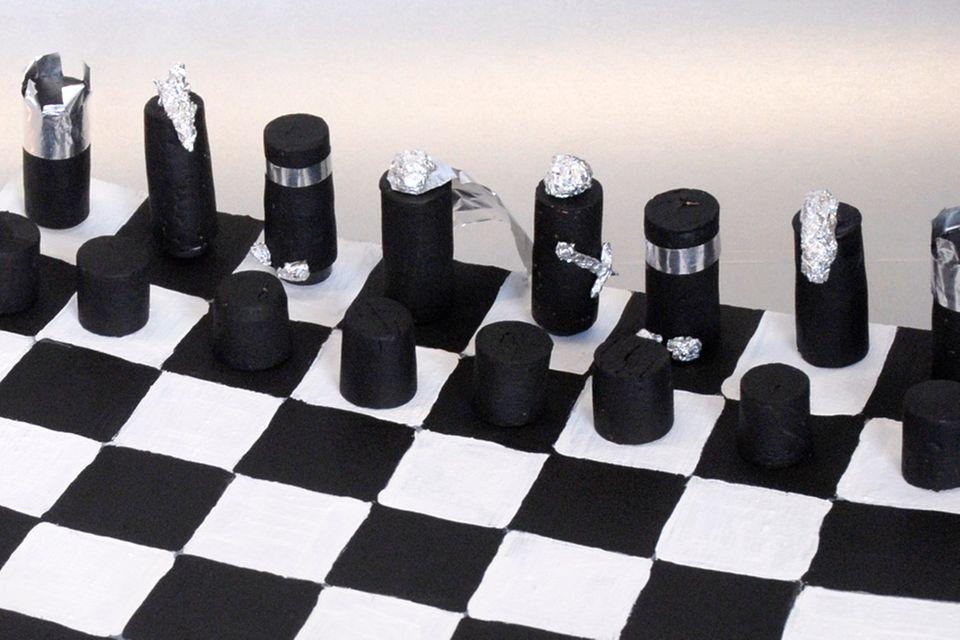 Bastelanleitung: Magnet-Schachspiel