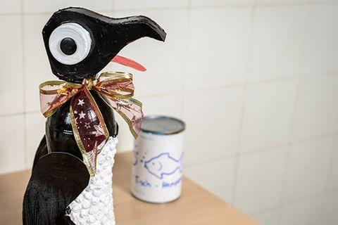 Upcycling: Pinguin aus Plastikflaschen