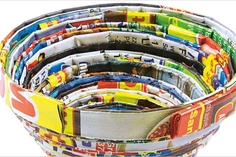 Basteln: Schalen aus Altpapier