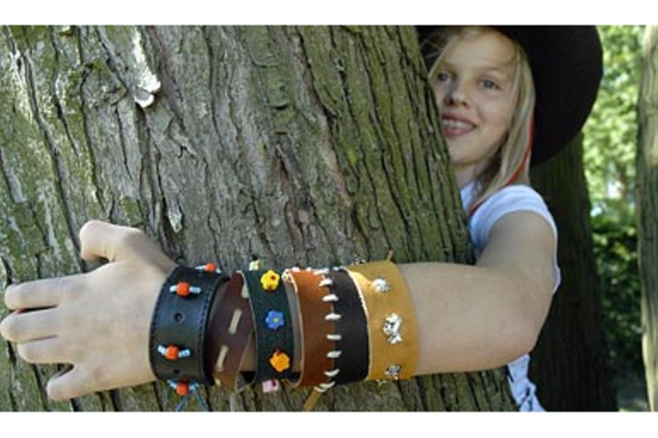 Bastelanleitung: Indianer-Armband aus Leder