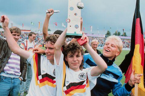 Fußballweltmeisterschaft: Die kuriose Geschichte des Frauenfußballs