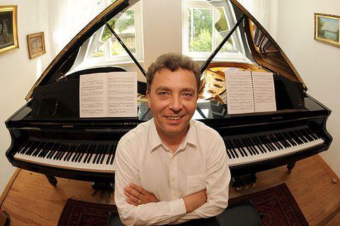 Technik: Klavierspielen: Wenn die linke Hand den Ton angibt