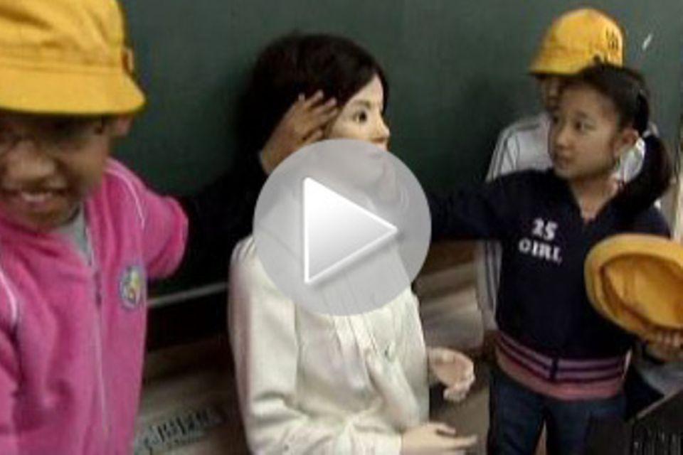 Roboter: Lehrerin unter Strom