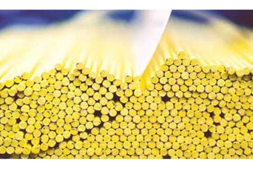 Produktion: Buntstifte - Wie kommt die Mine in den Schreiber?