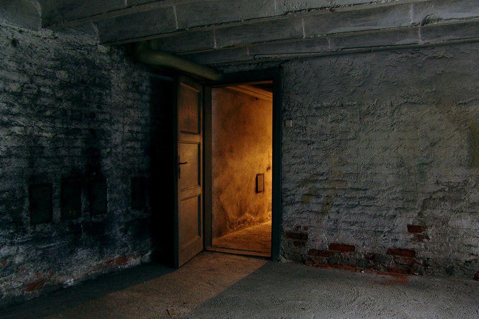 Redewendung: Eine Leiche im Keller haben