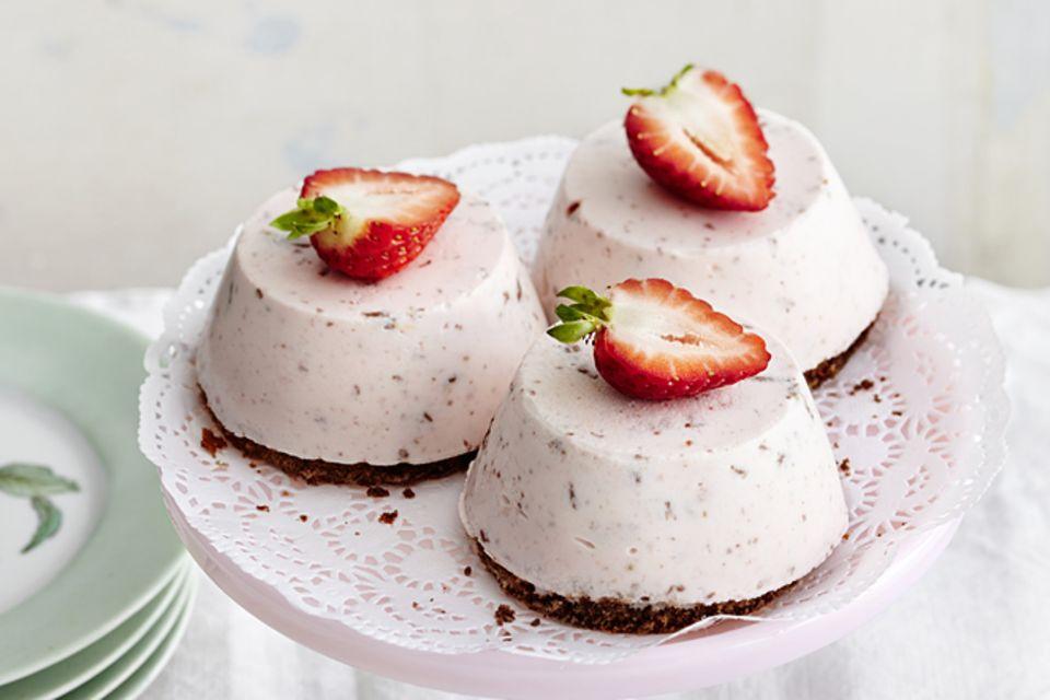 Rezept: Erdbeer-Sahne-Törtchen