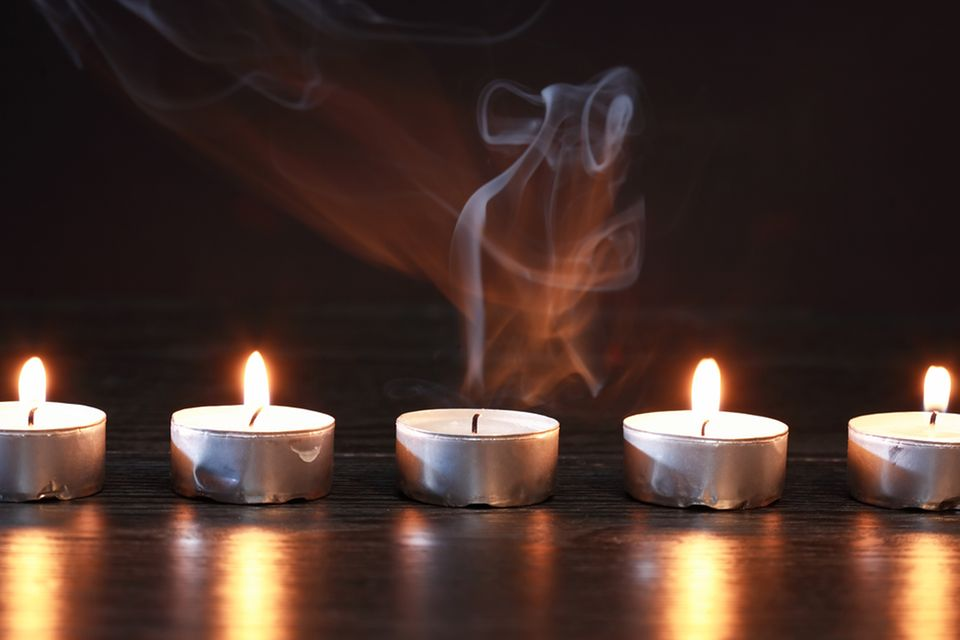 Redewendung: Schnuppe ist die alte Bezeichnung für den abgebrannten Docht einer Kerze