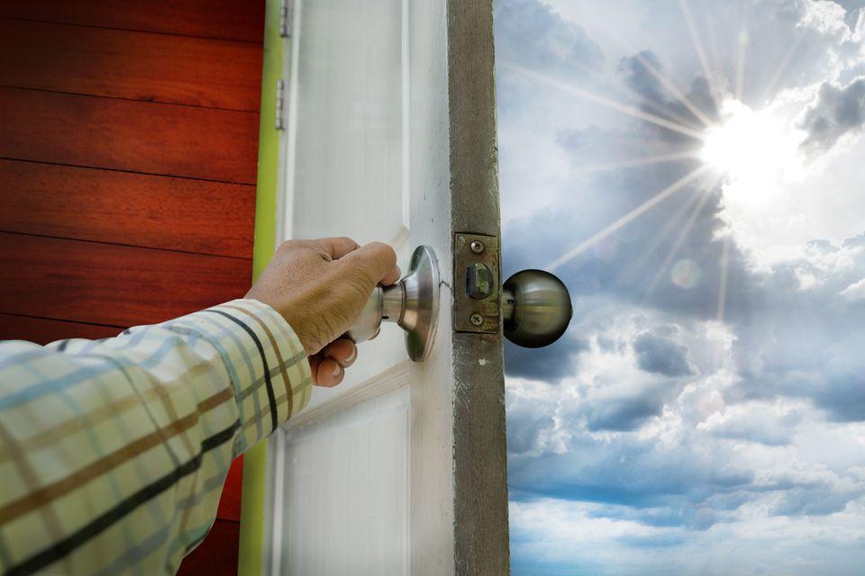 Redewendung: Fuß in die Tür bekommen