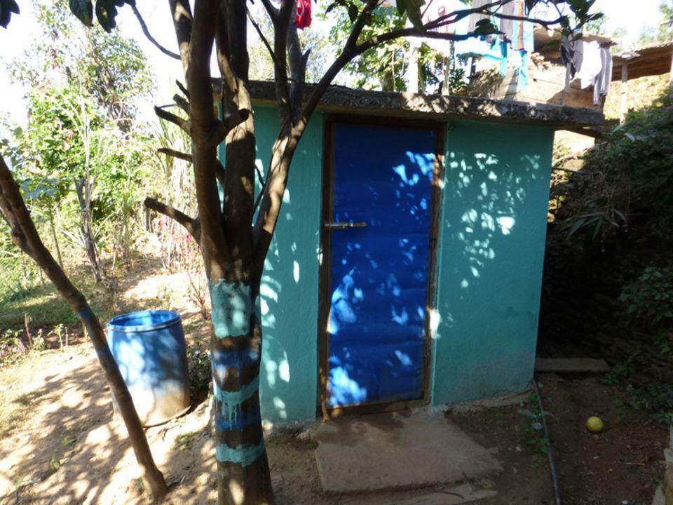 Mejora de la higiene a travès de la construcción de letrinas