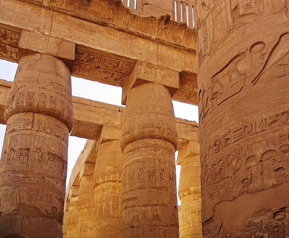 Säulen des alten Karnak Tempels in Ägypten
