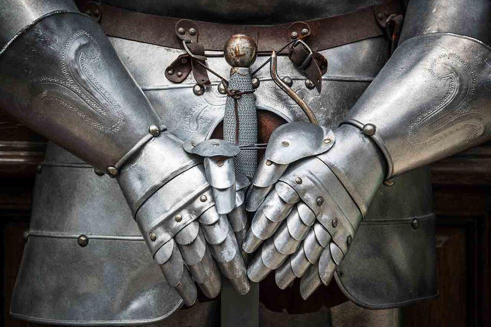 Silberne Ritterrüstung