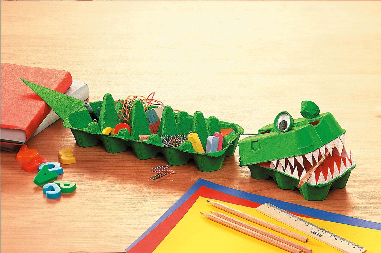 Upcycling: Aus Eierkartons ein Krokodil basteln