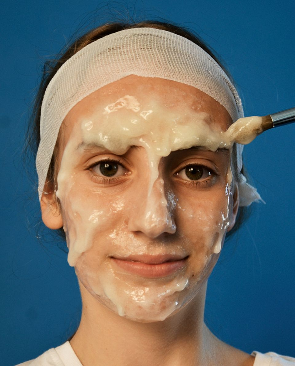 Gelatine auf das Gesicht auftragen