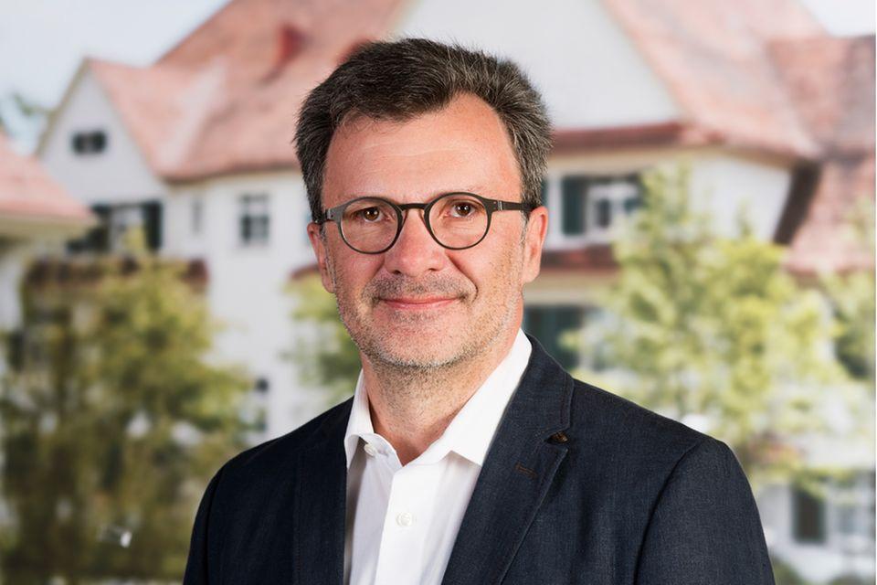 Burnout : Dr. Dietmar Hansch ist Facharzt für Innere Medizin und Psychotherapeut. Er leitet den Schwerpunkt Angsterkrankungen an der Privatklinik Hohenegg in Meilen am Zürichsee