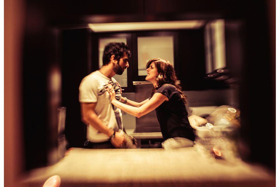 """Partnerwahl: Widerstreitende Gefühle prägten die Beziehung der deutschen Fotografin Nadja Wohlleben zu ihrem Expartner. In der Bilderserie """"HeartCore"""" haben beide die emotionalen Höhen und Tiefen ihrer Partnerschaft nachgestellt"""