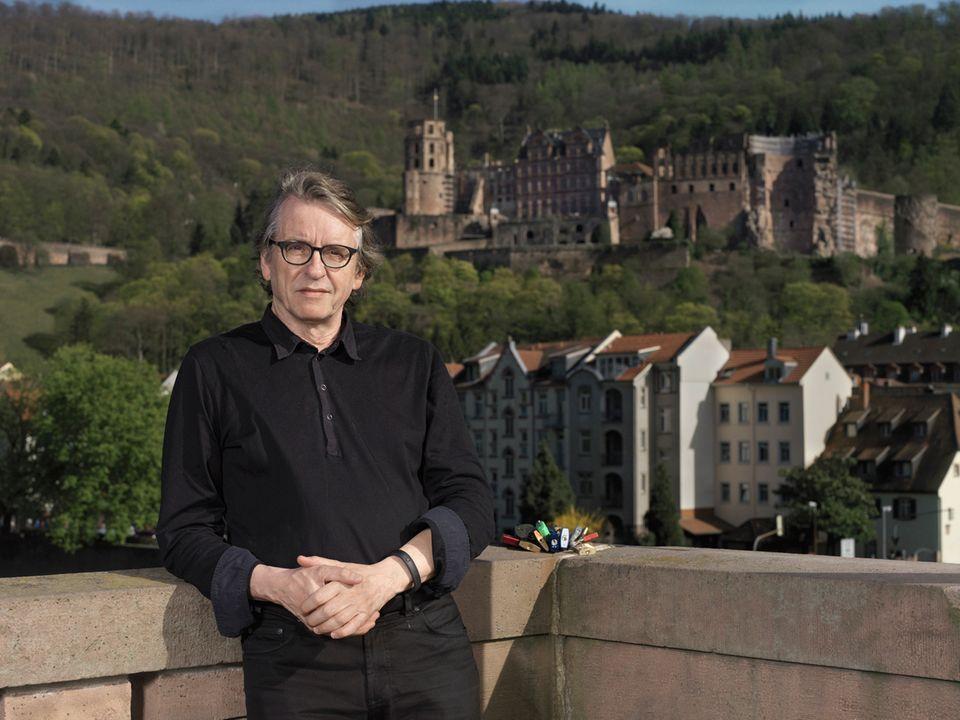 Paartherapie: Prof. Dr. Ulrich Clement ist einer der renommiertesten Paartherapeuten Deutschlands. In seiner Praxis in Heidelberg hat er Hunderte Paare durch Krisen begleitet