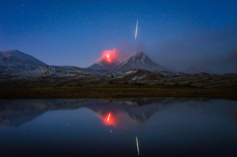 Meteor und Vulkanausbruch