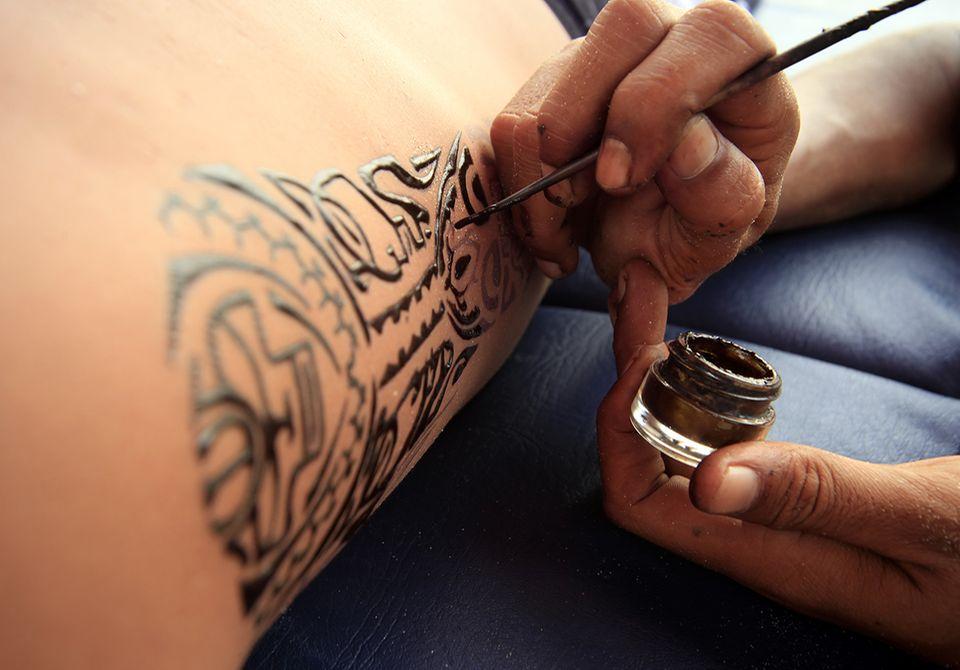 Tätowierung mit Henna