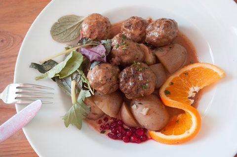 Schwedische Köttbullar mit Preiselbeeren