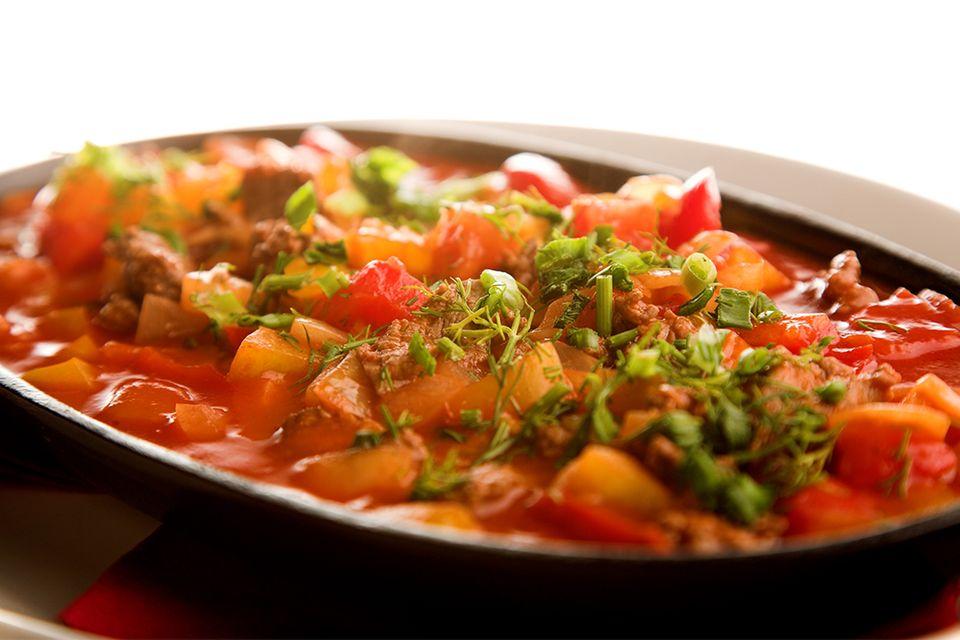 Fleisch in Gemüsesoße mit Tomaten und Paprika
