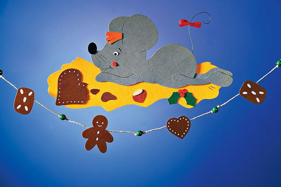 Maus aus Pappe mit Lebkuchen