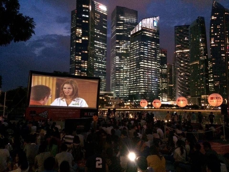 Ausgehen in der Löwenstadt: Ob vor der Skyline oder am Stadtrand, die Leinwand von Movie Mob macht überall in Singapur Halt und ist kostenlos