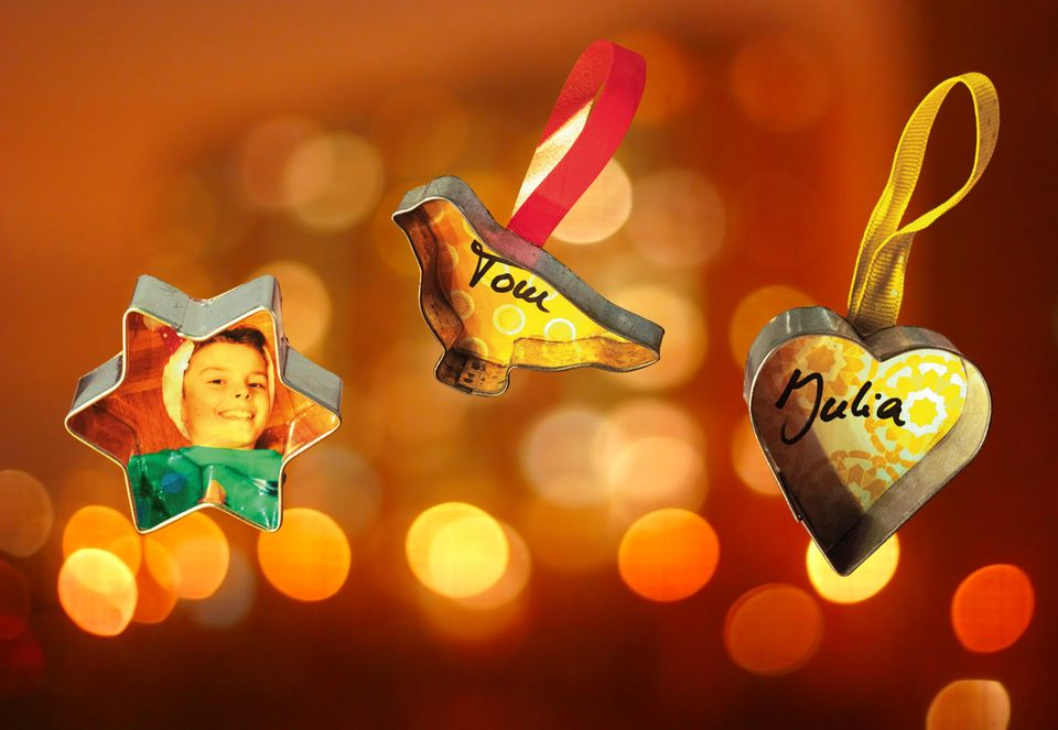 Geschenkanhänger aus Keksformen basteln