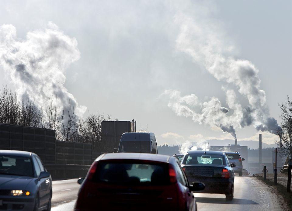 Kohlendioxid wird beim Autofahren abgegeben