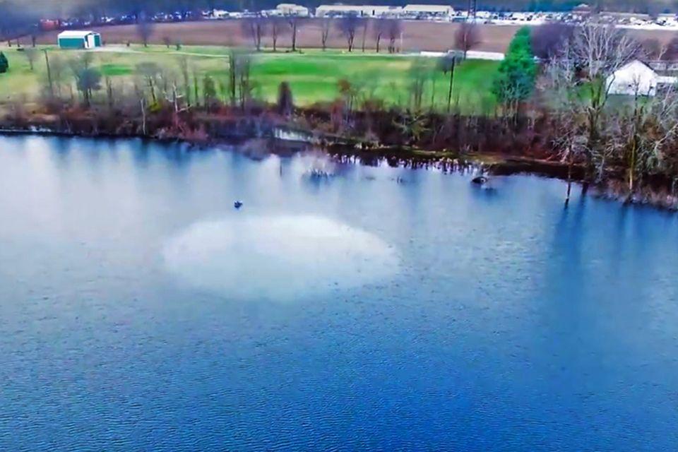 Ein Löffel Öl auf einem See