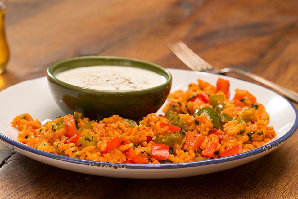 Paparika-Reis-Pfanne mit Joghurt