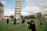 Martin Parr / The Leaning Tower of Pisa, Italy, 1990